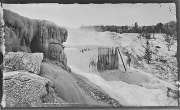 1280px-Mammoth_Hot_Springs._The_Frozen_Waterfall._Yellowstone_National_Park._-_NARA_-_516970